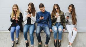 Smartfony to domena młodych Polaków