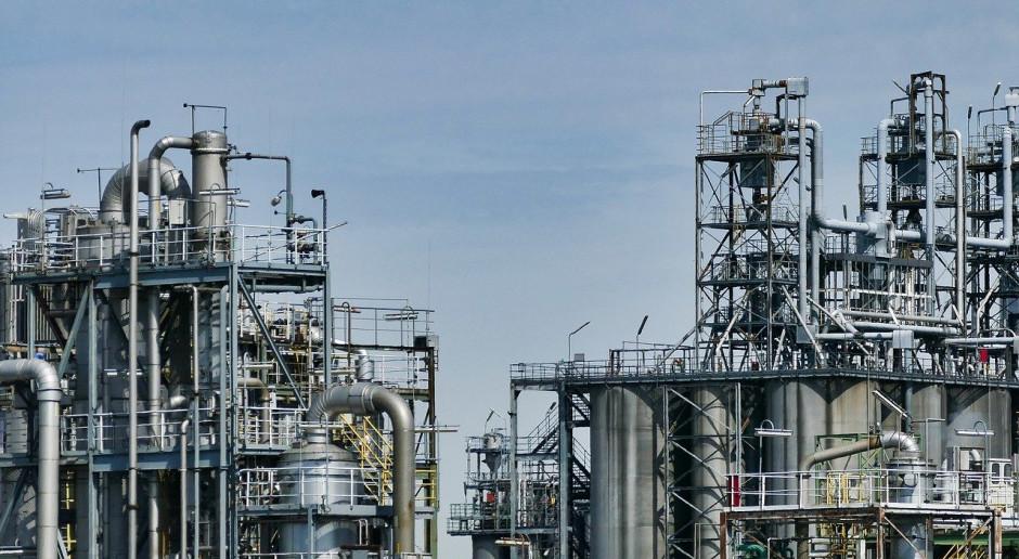 Francja: związkowcy ogłosili czterodniowy strajk w dwóch rafineriach
