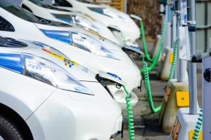 Auta na prąd zaparkowały w gąszczu paradoksów