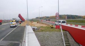 Trwają próby obciążeniowe wiaduktu na A1