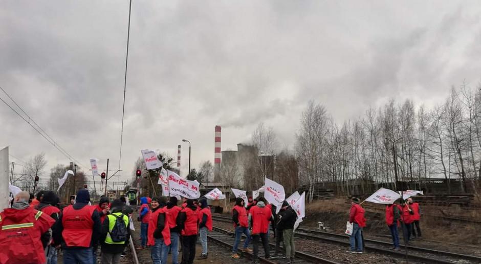 """Górnicy blokują tory i piszą do premiera. """"Nie wjedzie tu żaden ruski węgiel"""""""