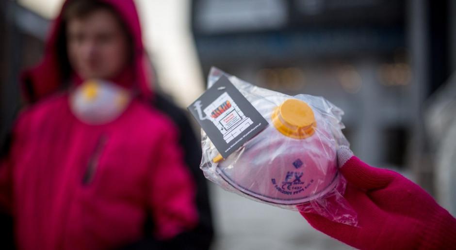 Chiny z eksportera maseczek ochronnych stały się wielkim ich importerem