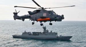 Co łączy brytyjski lotniskowiec HMS Prince of Wales ze śmigłowcami dla Polski