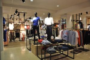 Kłopoty znanej marki odzieżowej. W potrzebie pomoże ojciec-założyciel