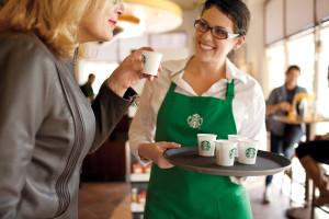 Nowe kubki Starbucksa będzie można... kompostować