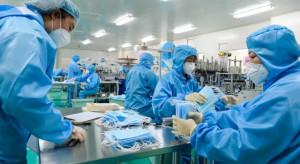 Największy producent maseczek na świecie wystartował z produkcją w... dwa tygodnie