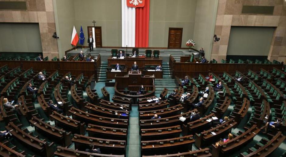 Sejm odrzucił część poprawek Senatu do specustawy o pomocy dla firm z powodu pandemii