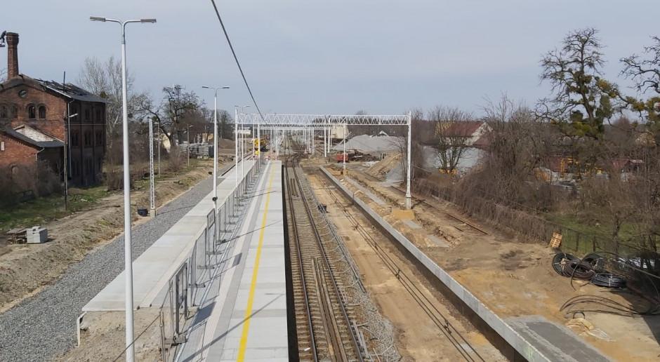 Kolejowa inwestycja za ponad 400 mln zł na półmetku