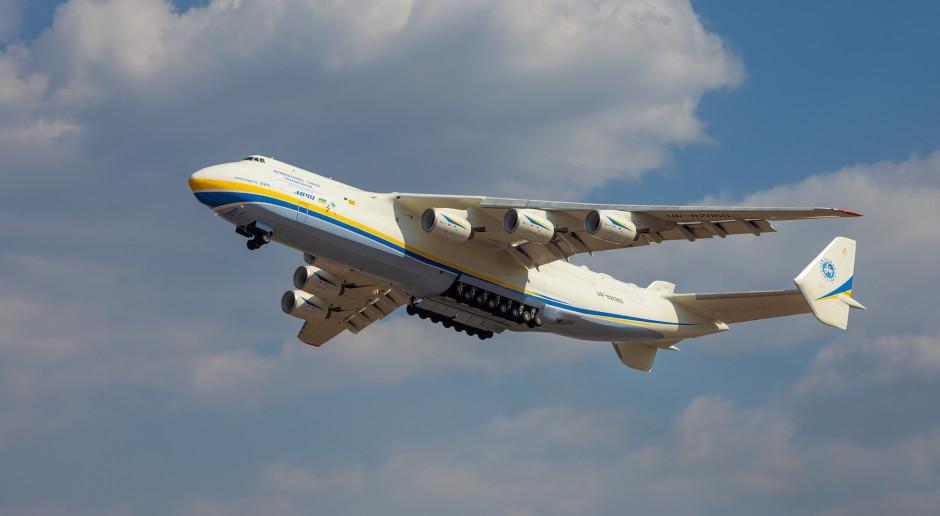 W Warszawie ma wylądować największy samolot świata ze sprzętem medycznym z Chin