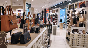 Warszawa: W galeriach handlowych kolejki przed częścią ze sklepów