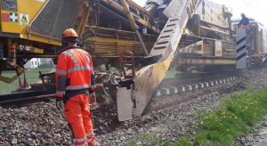 Maszyna układa tory dla PKP PLK. Kolejne przyspieszenie na trasie Katowice- Wisła