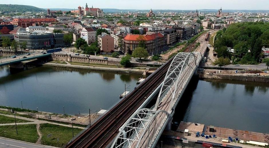 Pierwszy z trzech mostów kolejowych przez Wisłę w Krakowie gotowy