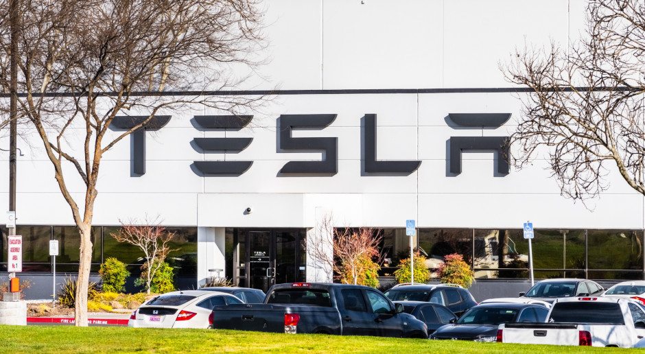 Tesla bije rekord i zbliża się do pół biliona dolarów kapitalizacji