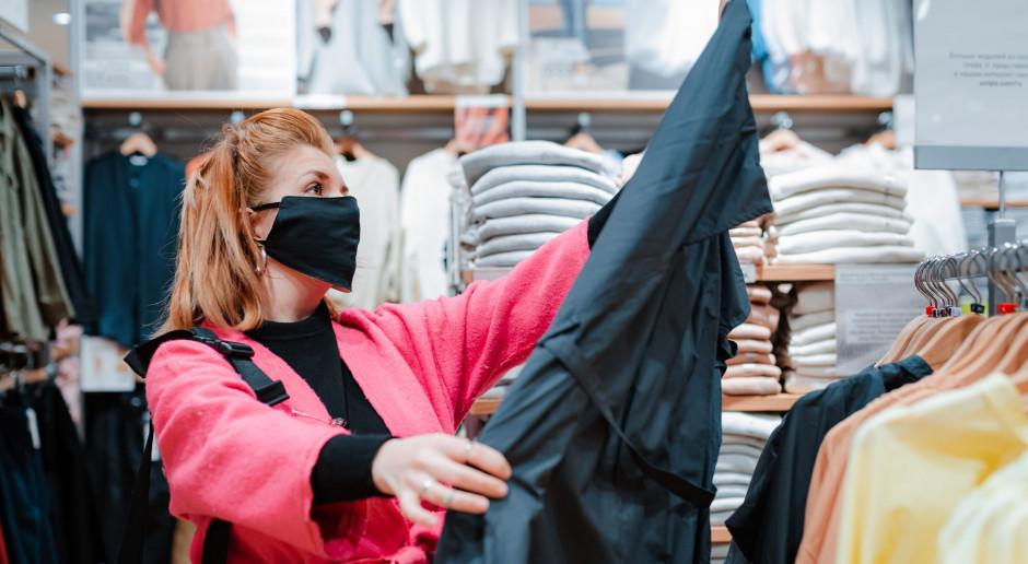 Sieci handlowe wydłużają godziny otwarcia w związku z nowymi obostrzeniami