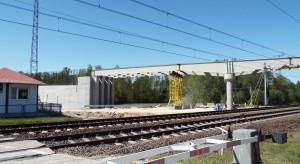 Nowy wiadukt drogowy nad torami Centralnej Magistrali Kolejowej