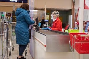 Koniec z pocztą w spożywczym - Sejm uszczelnił niedzielny zakaz handlu