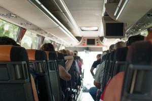Tylu pasażerów, ile miejsc siedzących. Autokarowi przewoźnicy zaskoczeni i zadowoleni