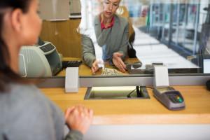 Polacy przenoszą się do większych banków? Taka informacja mogłaby osłabić cały sektor