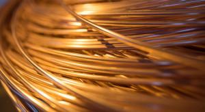 Miedź traci na giełdzie metali