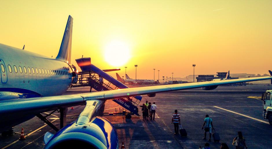 Nowe zasady na lotniskach i na pokładzie samolotu. ULC podał wytyczne