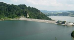 Na dnie zbiornika czorsztyńskiego położą linię energetyczną