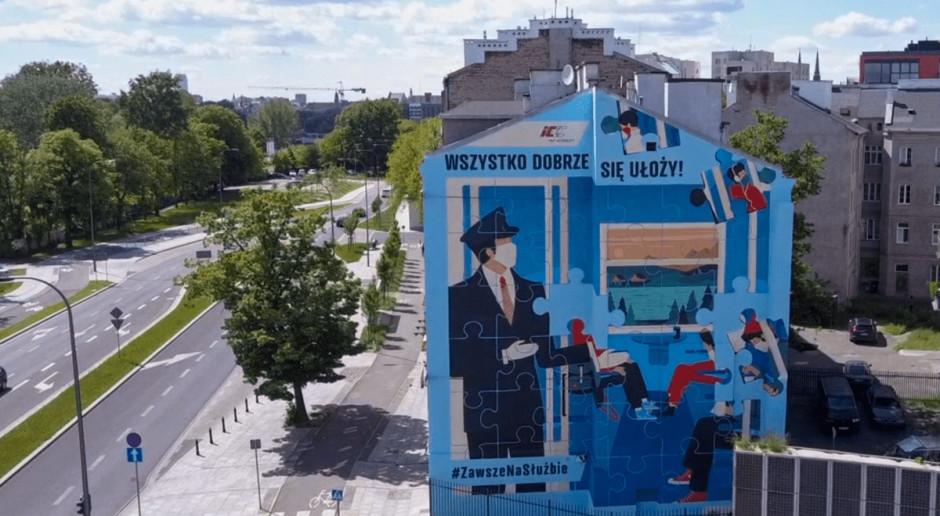 Mural w Warszawie w podziękowaniu za pracę kolejarzy