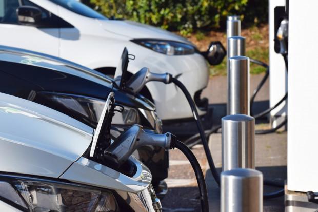 Zrównoważony transport czuje się niedoceniony. Ile na elektromobilność?