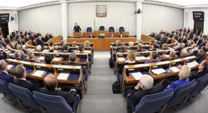 Senackie komisje zgłosiły 100 poprawek do Tarczy 4.0