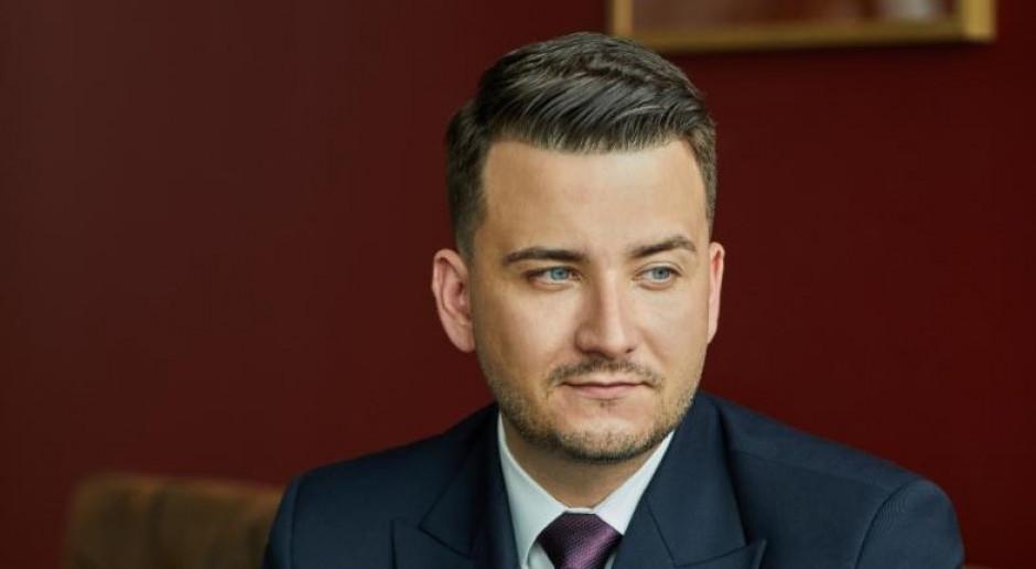 Bartłomiej Misiewicz rozpoczął produkcję wódki