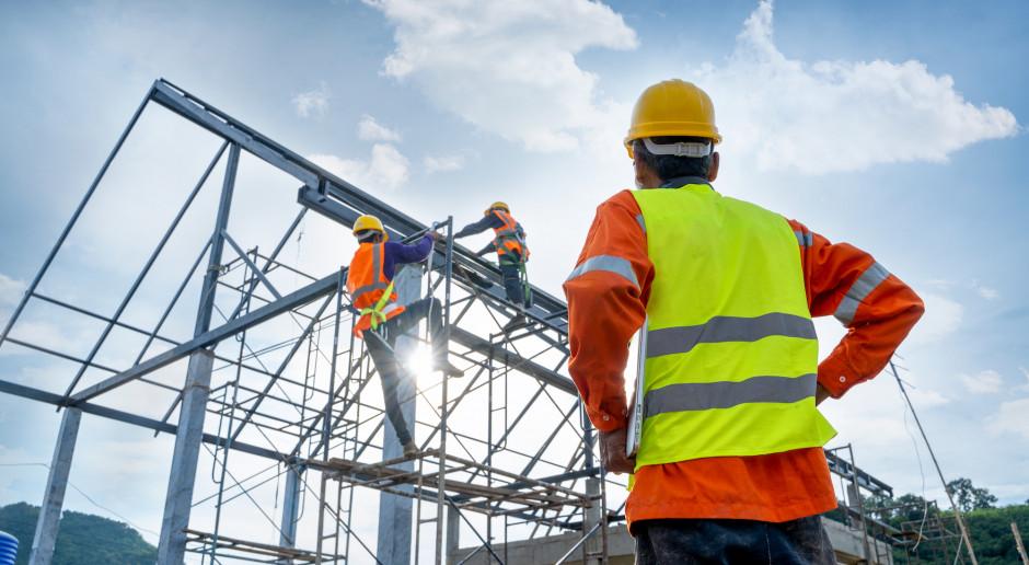 Ceny stali ciągną w górę koszty budownictwa