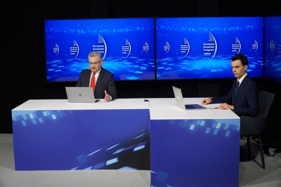 Prowadzący studio dziennikarze WNP.PL: Zbigniew Konarski i Adam Sierak.