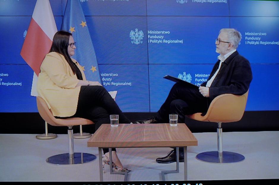 Małgorzata Jarosińska-Jedynak, minister funduszy i polityki regionalnej, i Jacek Ziarno, redaktor naczelny, Magazyn GospodarczyNowy Przemysł.