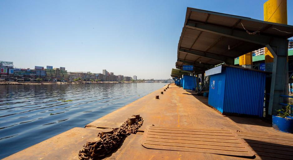 Prom z 50 pasażerami na pokładzie zatonął w Bangladeszu