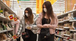 Polacy rzadziej chodzą do sklepów, ale jednorazowe zakupy rosną