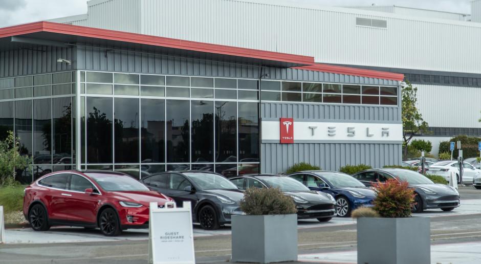 Tesla z dużymi wahaniami na ostatniej sesji przed włączeniem do S&P 500