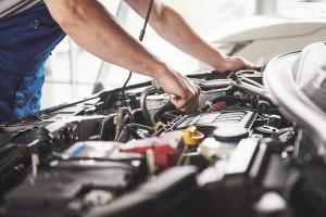 Nadchodzi dekada szybkich zmian w motoryzacji. Silniki spalinowe tylko stracą