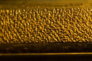 Biznesmen z Indii wydał 4 tys. dol. na złotą maskę na koronawirusa