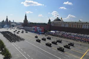 Putin pręży muskuły. W tle widać jednak kryzys