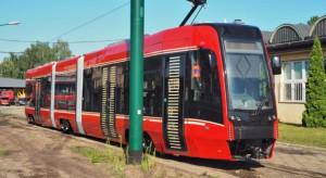Pierwszy z 35 wagonów z Pesy dla Tramwajów Śląskich dotarł do Katowic