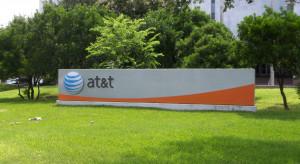 AT&T traci abonentów