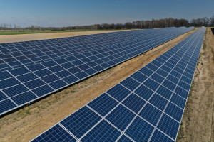 Będą budować farmy fotowoltaiczne dla R.Power