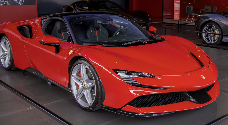 Ferrari obniża prognozy, ale wciąż jest na plusie