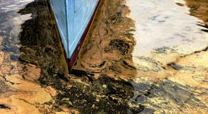 Wyciek ropy z nieznanego statku zanieczyścił wybrzeże Izraela
