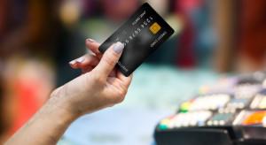 Płacenie kartą coraz popularniejsze