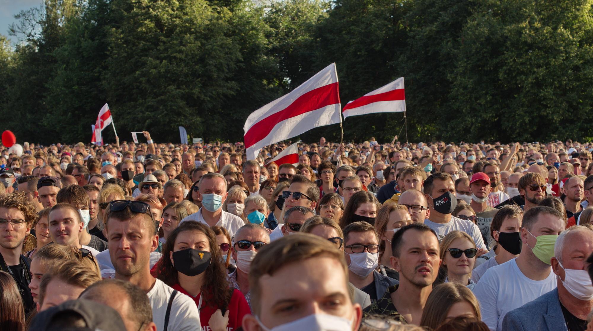 Łukaszenka spalił wszystkie mosty w kontaktach międzynarodowych. Zachowuje się tak, jakby już nie liczył na jakąkolwiek normalizację stosunków z kimkolwiek. Moim zdaniem jest dryf przed upadkiem. Trudno jednak powiedzieć, jak długo ta sytuacja będzie trwała. Im dłużej tym gorzej dla Białorusi i Białorusinów - mówi Aleś Alachnovič, przedstawiciel do spraw reform gospodarczych białoruskiej prezydent elekt, Swiatłany Cichanouskiej. Fot. Shutterstock