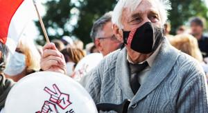 Białoruś: Mieszkańcy miast zbierają się na protesty