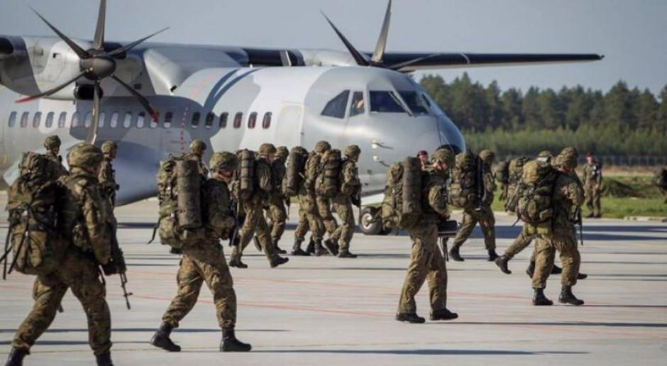 Ćwiczenia wojskowe na lotnisku w Szymanach