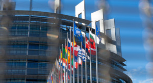Unijni komisarze naciskają na przyjęcie budżetu i pakietu odbudowy