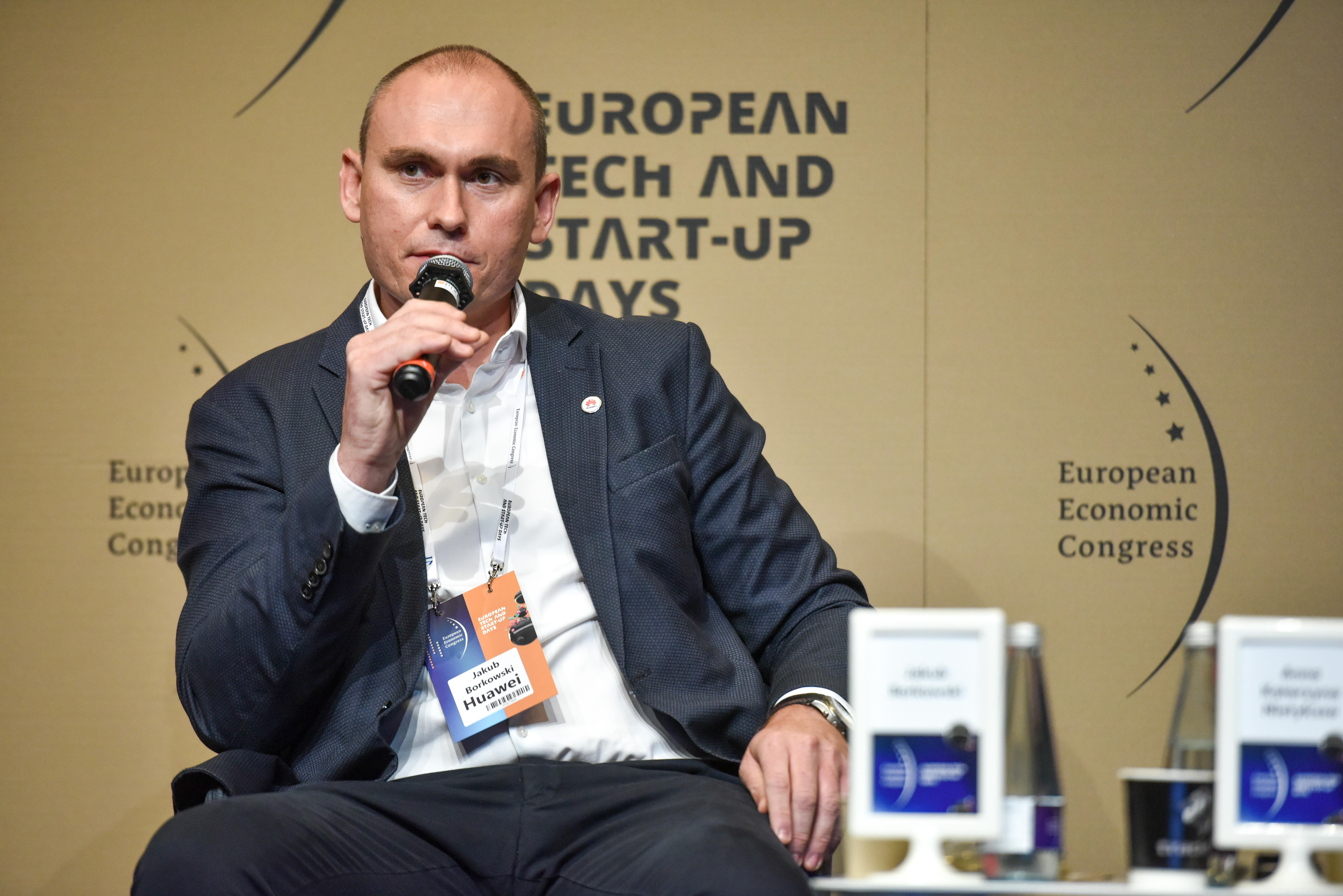 Jakub Borkowski - business development director and 5G wireless solution architect for CEE & Nordic Region Huawei (Fot. PTWP)