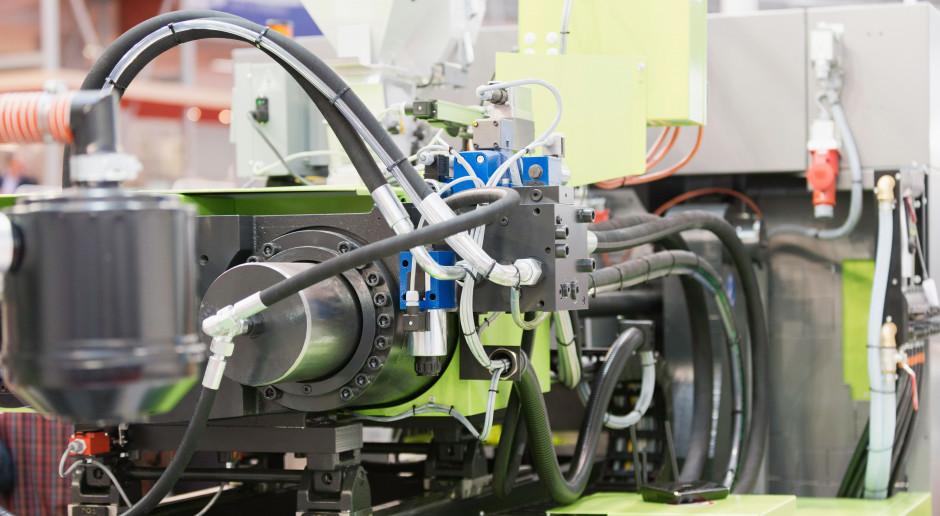 Branża tworzyw sztucznych inwestuje w automatyzację